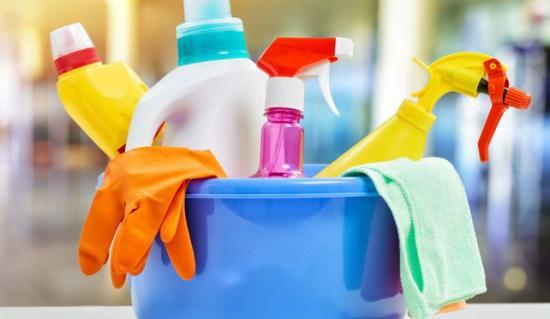 comment nettoyer poubelle produits detergents javel